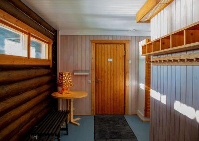 Kinkamon Saunatilat kylpevät luonnonvalossa.