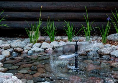 Kinkamon pihapiiristä löydät kauniita vesielementtejä.
