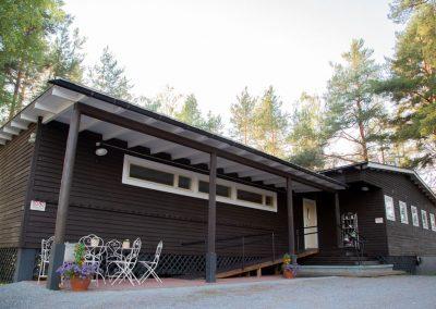 Vuonna 1939 valmistuneen Kinkamon päärakennuksen on suunnitellut Alvar Aallon toimisto alun alkaen A. Ahlström Oy:n virkamiesten viikonloppumajaksi.